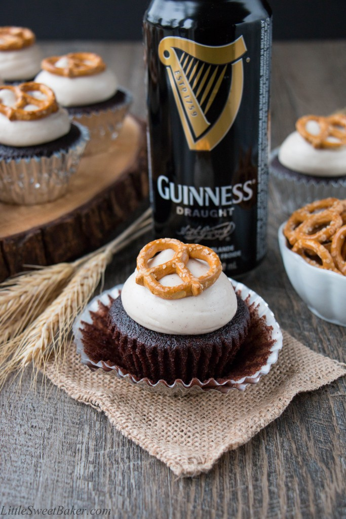 Chocolatey boozy cupcakes topped with a sweet cinnamony frosting and crunchy salty pretzel. Beer + cupcakes = tasty fun!