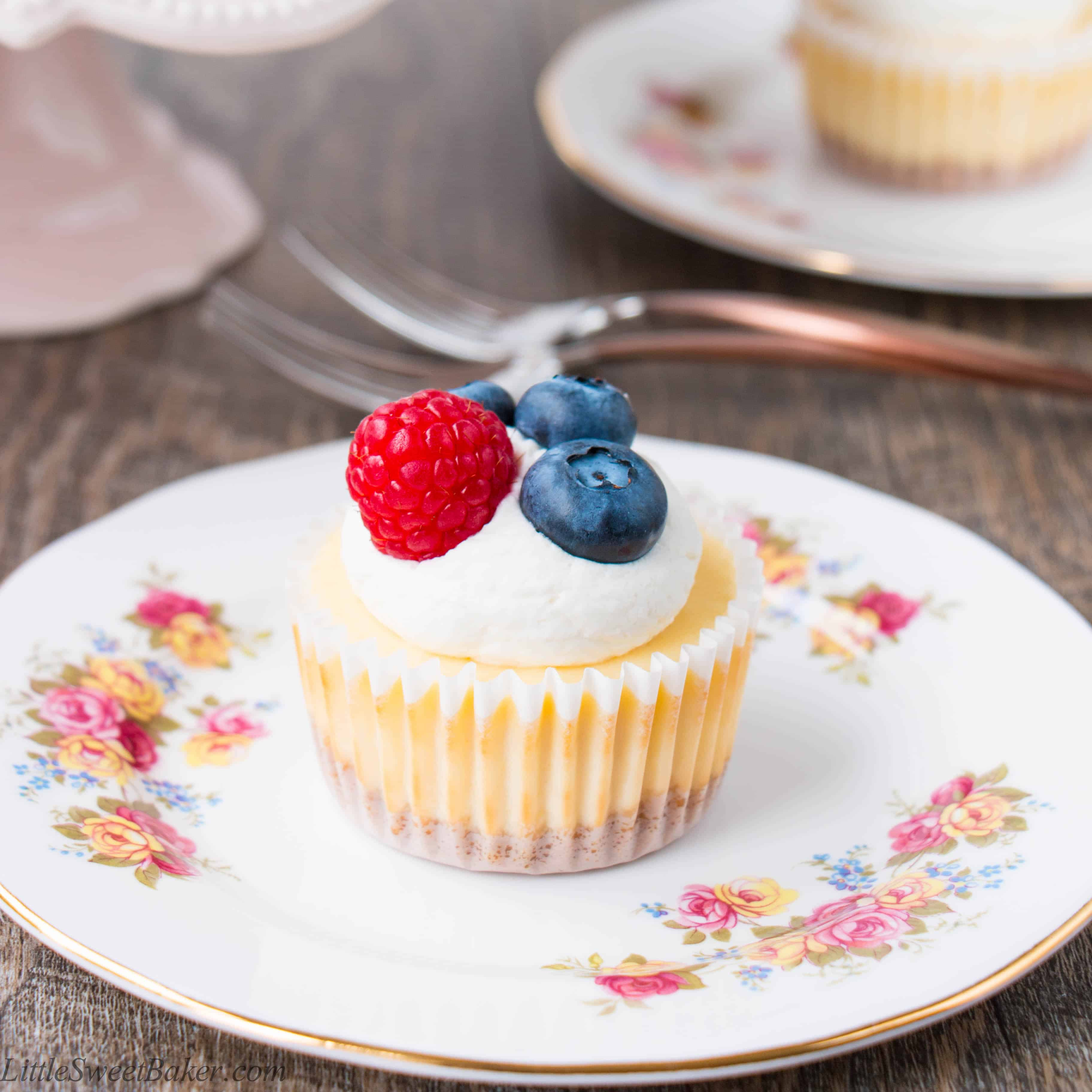 How To Make Mini Cheesecakes (video) - Little Sweet Baker